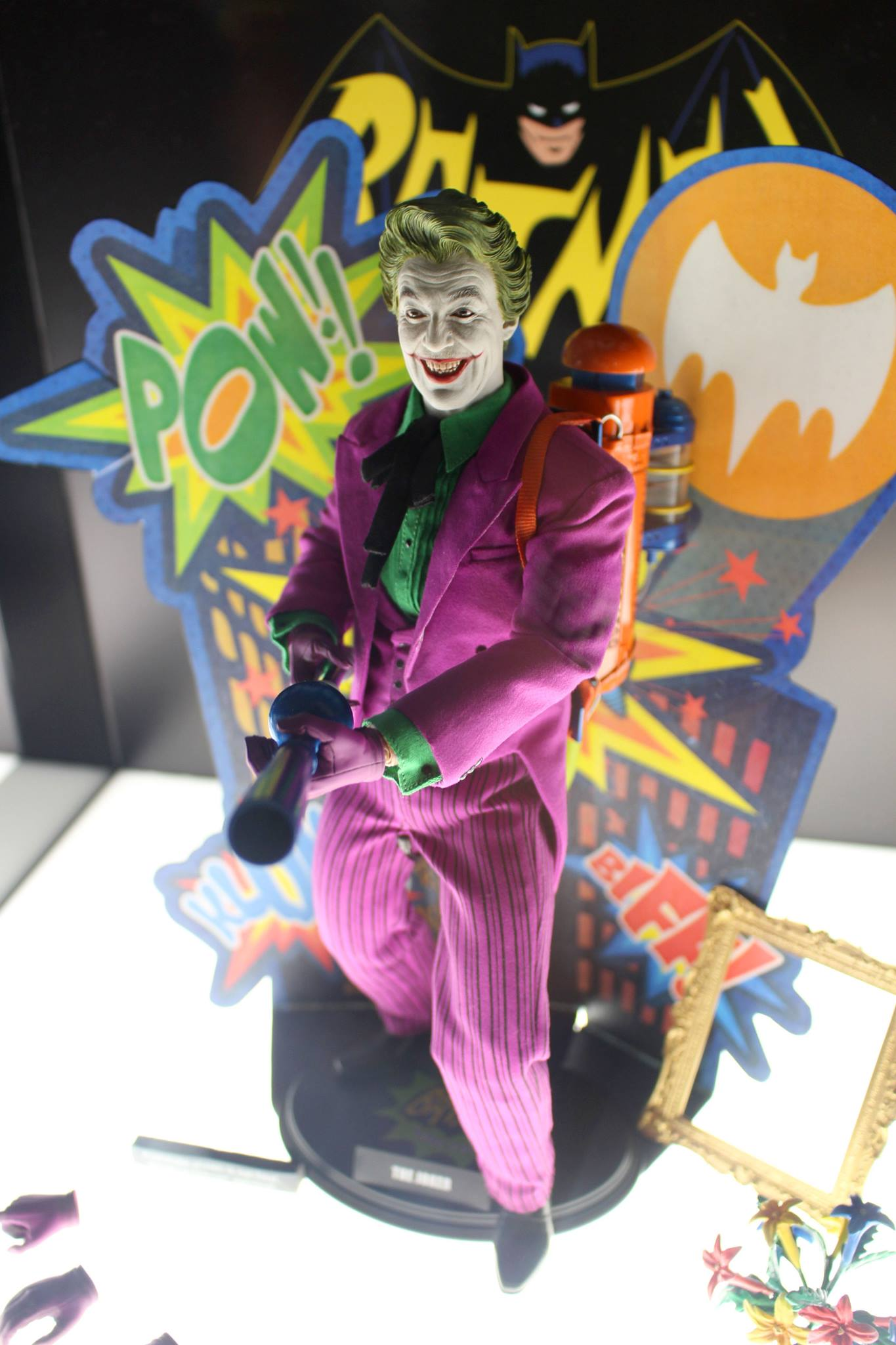 Joker Classic TV Hot Toys 004