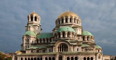"""كاتدرائية """"ألكسندر نيفسكي"""" في صوفيا بقبابها الذهبية"""