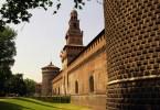 عبقرية التصميم تبدو بارزة في الواجهه الرئيسية لقلعة سفورزا