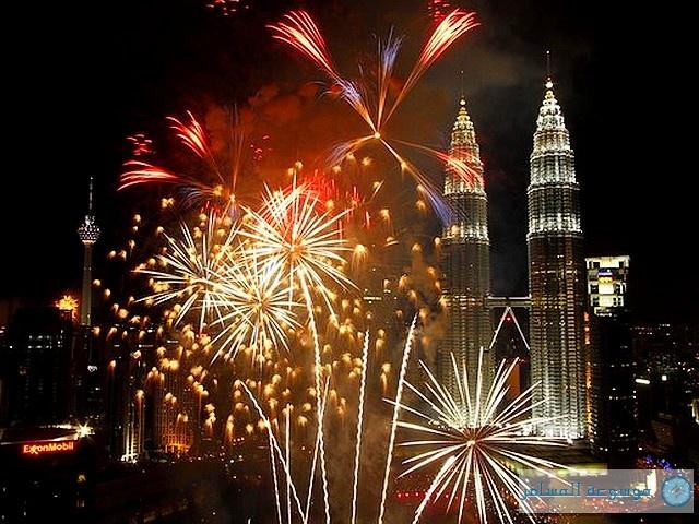 Fireworks-near-Petronas-Twin-Towers-in-Kuala-Lumpur-Malaysia