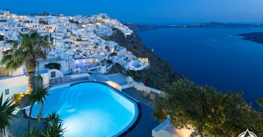 حمامات سباحة سانتوريني اليونان