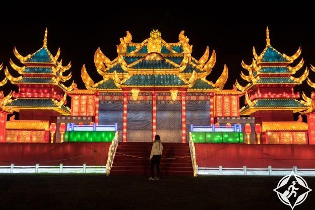 بريطانيا-لندن-حدائق تشيسوك-مهرجان المصابيح السحرية 7
