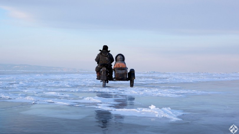 سيبيريا-جزيرة-اولخون-بحيرة-بايكا-ثلوج-منتصف-الشتاء