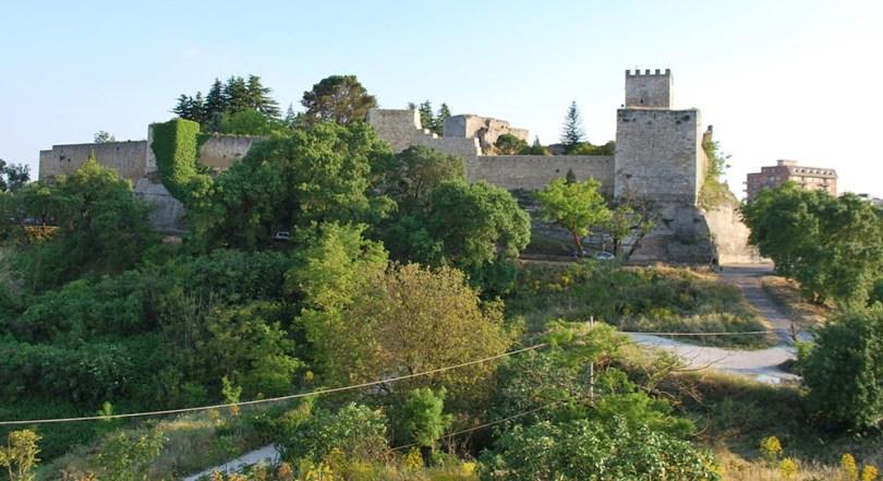 إنا - قلعة كاستيلو دي لومبارديا