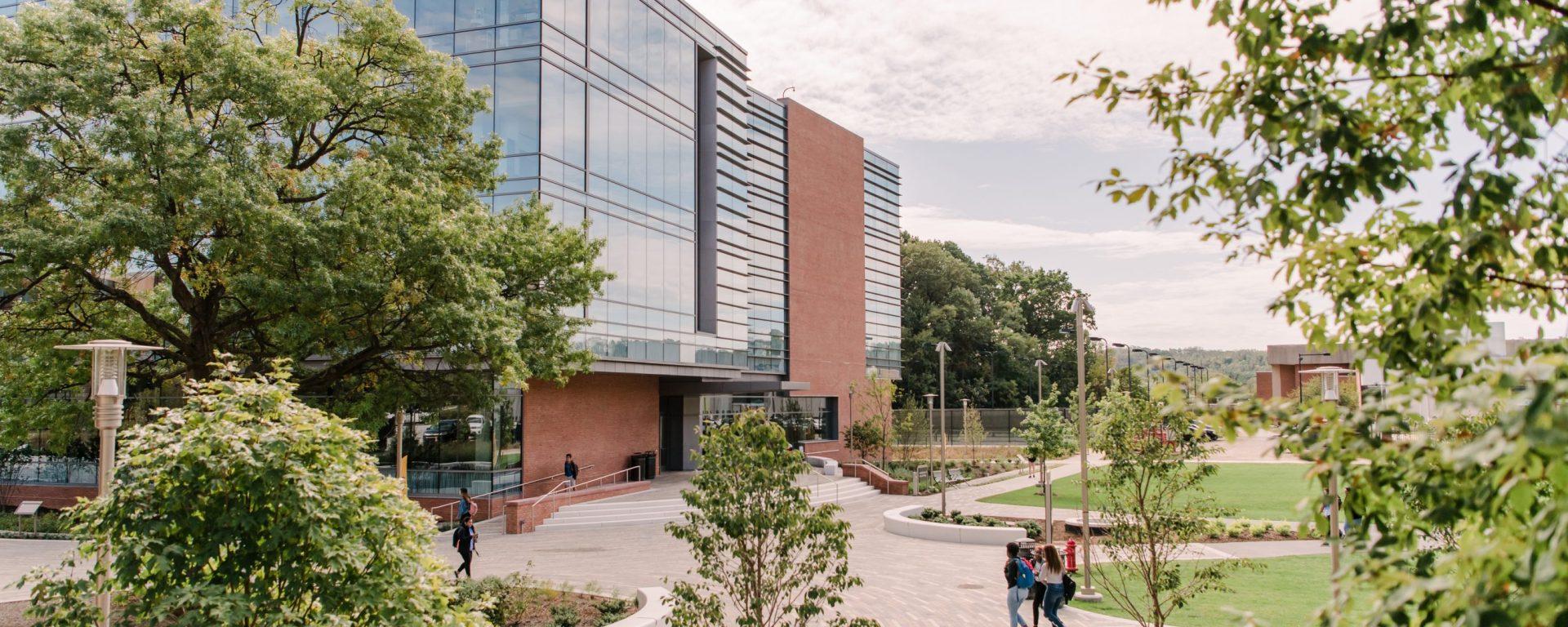 Campus shot of exterior of ILSB