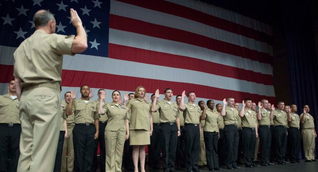 Chief of Naval Operations (CNO) Adm. Jonathan Greenert performs a mass reenlistment at Naval Base Kitsap on Sept. 25, 2013. US Navy Photo