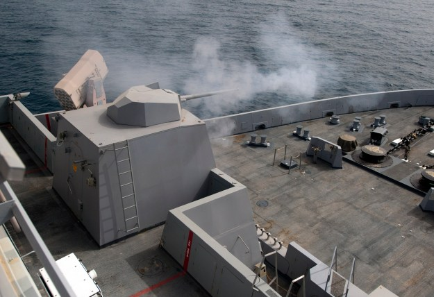 he MK46 Mod 1 weapon system fires a round during a live-fire qualification exercise aboard the amphibious transport dock ship USS New Orleans (LPD-18). US NAvy Photo