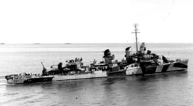 Fletcher class destroyer USS Ammen (DD-527) in 1944. US Navy Photo