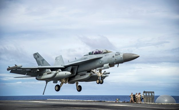 An E/A-18G Growler from the Shadowhawks of Electronic Attack Squadron (VAQ) 141 prepares to make an arrested landing on the flight deck of the Nimitz-class aircraft carrier USS George Washington (CVN 73) on Nov. 3, 2014. US Navy photo.