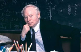 Ut Austin mourns the death of renowned physicist Stephen Weinberg