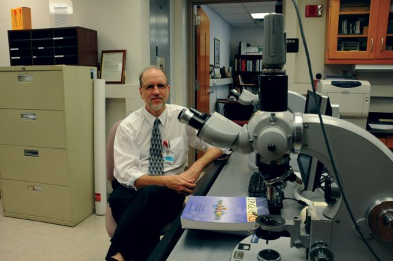 Dr. Robert Williams and his research team have received a more than $2.5 million grant to study the genetics of diet and aging.