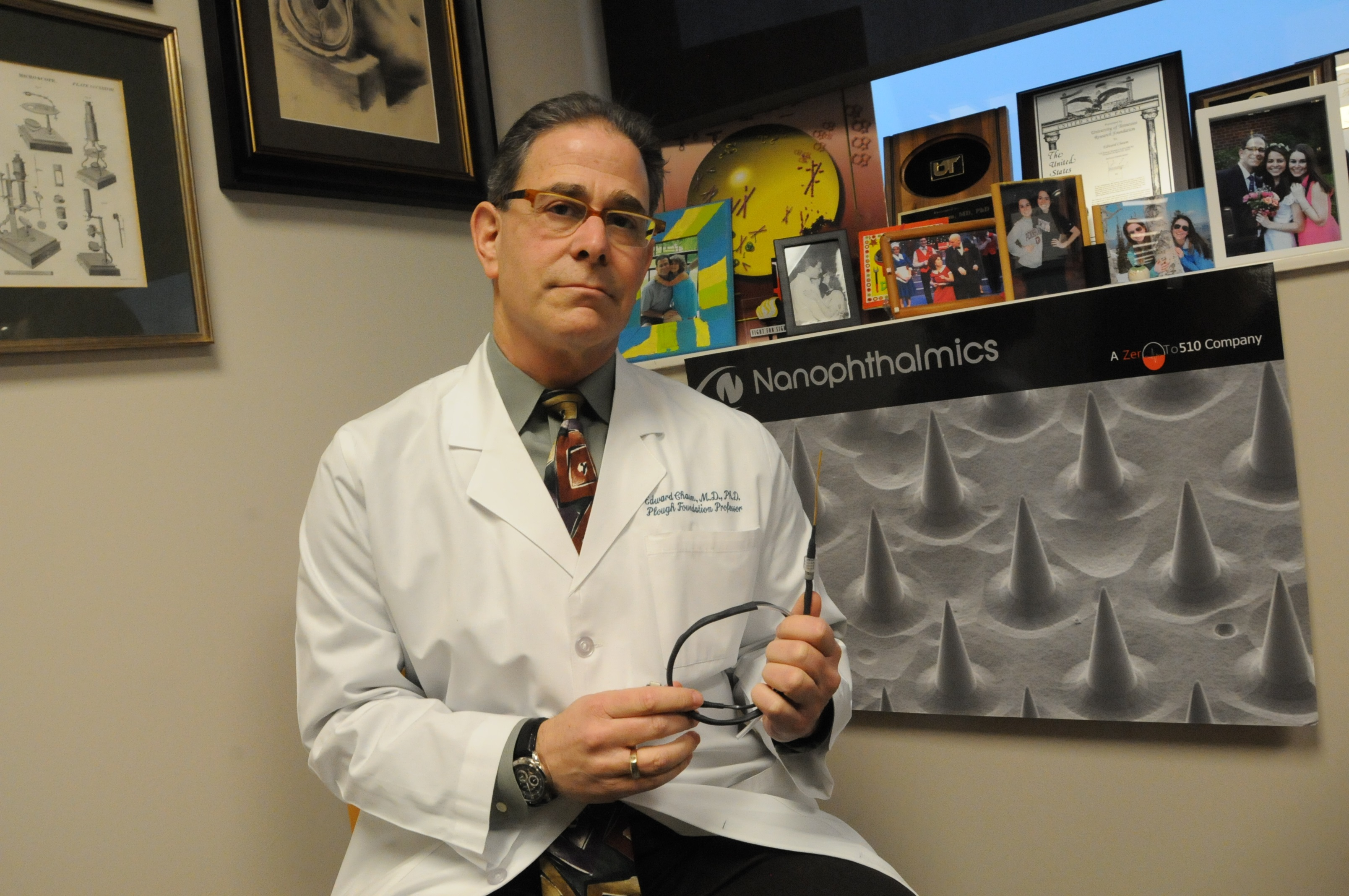 Edward Chaum, MD, PhD, professor of retinal diseases at the University of Tennessee Health Science Center, has been awarded a four-year grant totaling $2.4 million from the National Eye Institute as co-principal investigator on innovative research into age-related macular degeneration.
