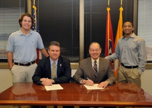 L to R: Matthew Krebs, Pellissippi Community College President Anthony Wise, UT Chancellor Jimmy G. Cheek, and Marcus Hudson. Krebs, of Knoxville, is a sophomore in political science. He attended Knoxville Catholic High School and was in the 2012-13 bridge cohort. Hudson, of Memphis, is from the 2011-12 cohort and is now a junior in kinesiology.