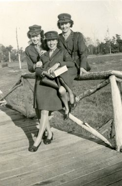Members of the US Marine Corps Women's Reserve, World War II (UT Special Collections)