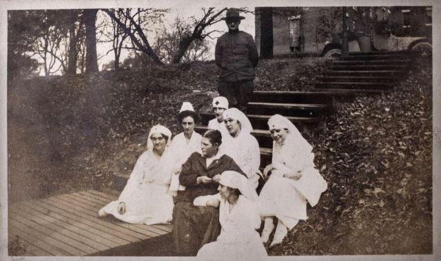 nurses_on_steps