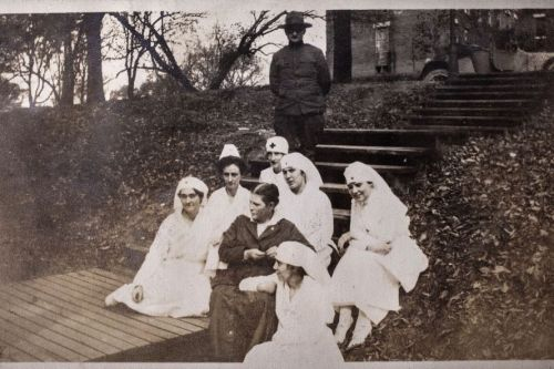 nurses_on_steps