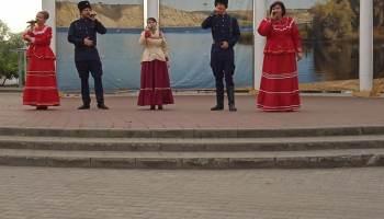 """""""Земляки"""" выступили для отдыхающих в Парке Екатерины"""