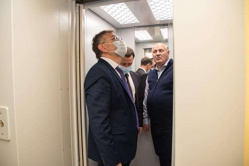 В Марксовской поликлинике установлен новый лифт, который будет запущен на следующей неделе