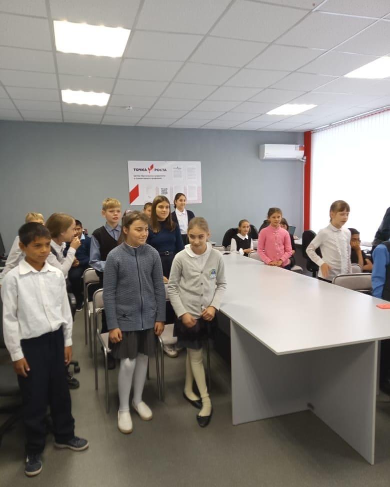 Театр молодежного объединения выступил в Подлесновской школе