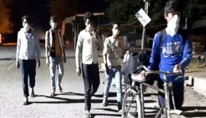 5 laborers reaches UP after walking 900 km in three days