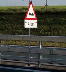 Verkehrsschilder können einfach montiert werden.