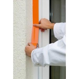 Abdeckband zum Schützen von glatten Oberflächen bei Maler-, Putzer- und Lackierarbeiten im Innen- und Außenbereich.