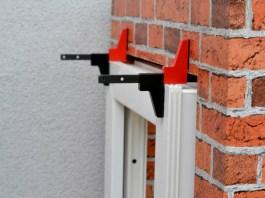 Montagezwinge für Fenster und Türelemente