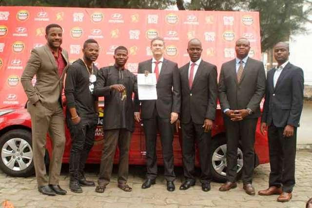 Ebuka Obi-Uchendu, Gulder Brand Ambassador, Folarin Falana (aka Falz the bahd guy), special celebrity presenter; Edede Ndubuisi, winner of a brand new Hyundai Elantra salon car in the on-going Gulder Ultimate Promo; Nicolaas Vervelde, MD/CEO; Emmanuel Agu, Marketing Manager, Gulder, 33, Life, More and Stout Category; Onyeka Okoli, Senior Brand Manager – Gulder; Seun Lawal, Brand Manager, Gulder; all of Nigerian Breweries Plc., at the prize presentation ceremony, held at Nigerian Breweries headquarters, Iganmu-Lagos, on Wednesday, October 28.