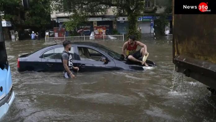 Car swept away in Mumbai.