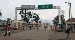 Rwanda shuts border