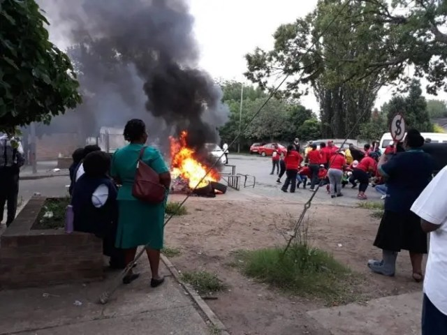 Security guards protest