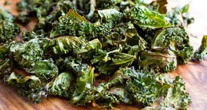 garlic-spiced kale crisps