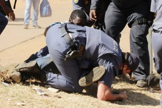 Mamelodi residents clash with Police in electricity protest