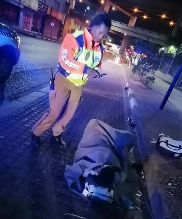 A JMPD officer named Rose Sithole helped a pregnant lady deliver a healthy baby