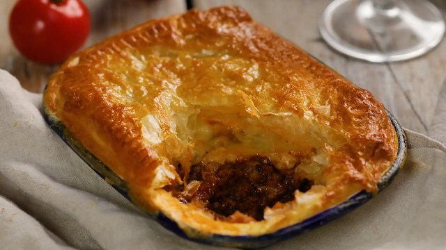 bolognese beef pie
