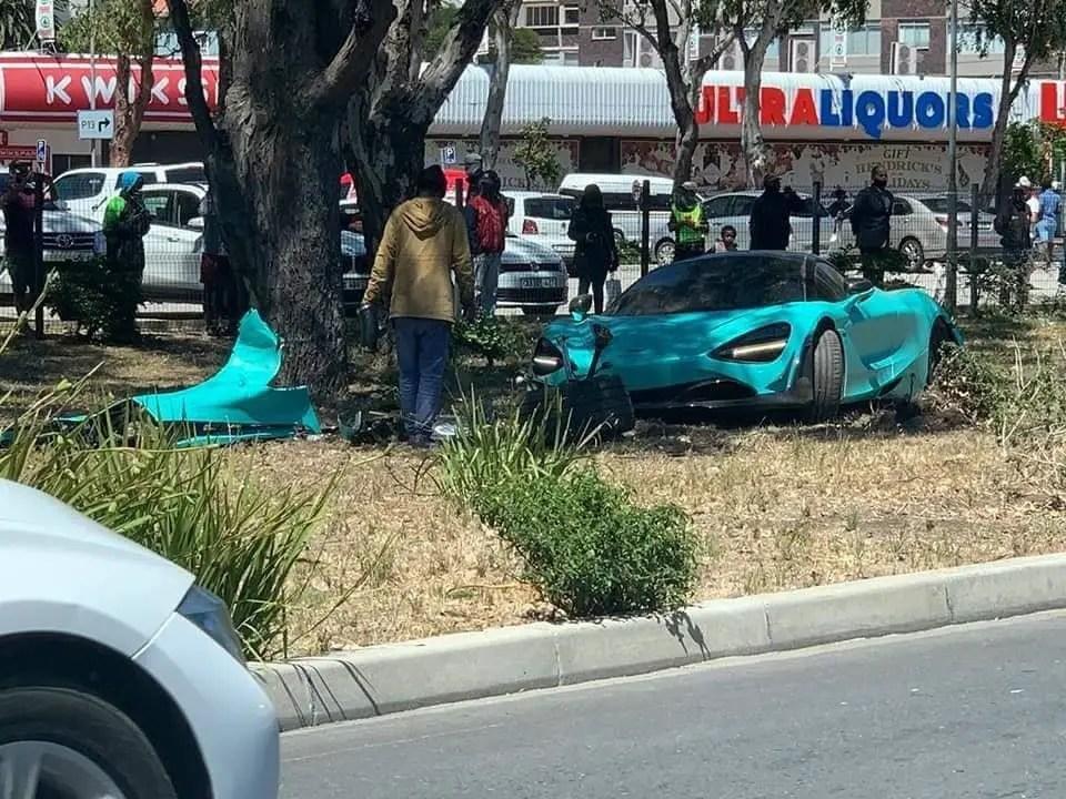 McLaren 720S Coupe crash
