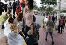 Metro cops help woman give birth on roadside in Durban