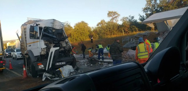 Truck accident and oil spill cause heavy Joburg traffic
