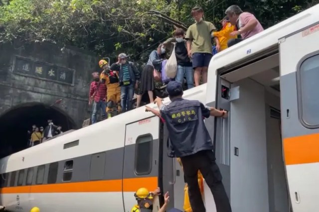 Taiwan train derails in tunnel