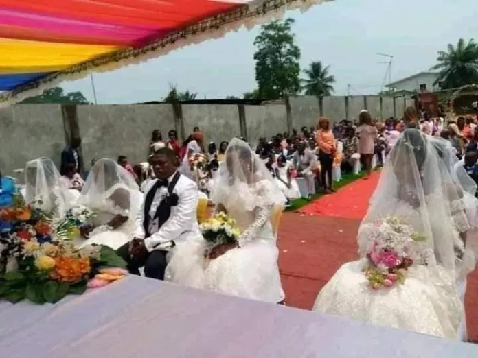 Man weds 4 woman at the same time2