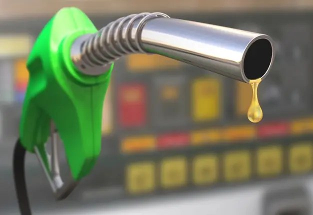 BREAKING: FG Reduces Petrol Price To ₦123.50 Per Litre