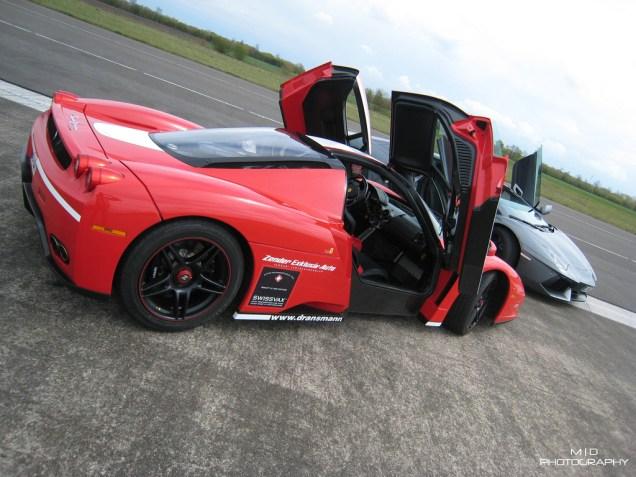 Ferrari-Enzo-vs-Lamborghini-Aventador
