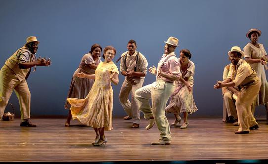 "Sumayya Ali, David Hughey and the cast of ""The Gershwins' Porgy and Bess"" by George Gershwin, DuBose and Dorothy Heyward, and Ira Gershwin. Photo by Michael J. Lutch"