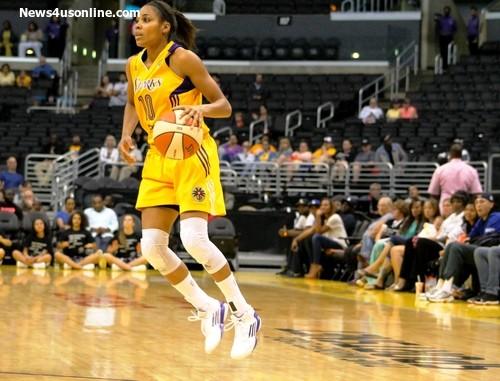 Lindsey Harding looks for an opening to the basket. Photo Credit: Dennis J. Freeman/News4usonline.com