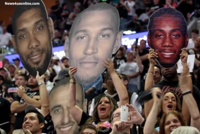 San Antonio Spurs fans cheer as their team captured the 2014 NBA championship. Photo Credit: Antonio Uzeta/News4usonline.com