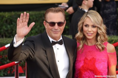 Actor Kevin Costner working it out with a wave to red carpet photographers...Photo by Dennis J. Freeman/News4usonline.com
