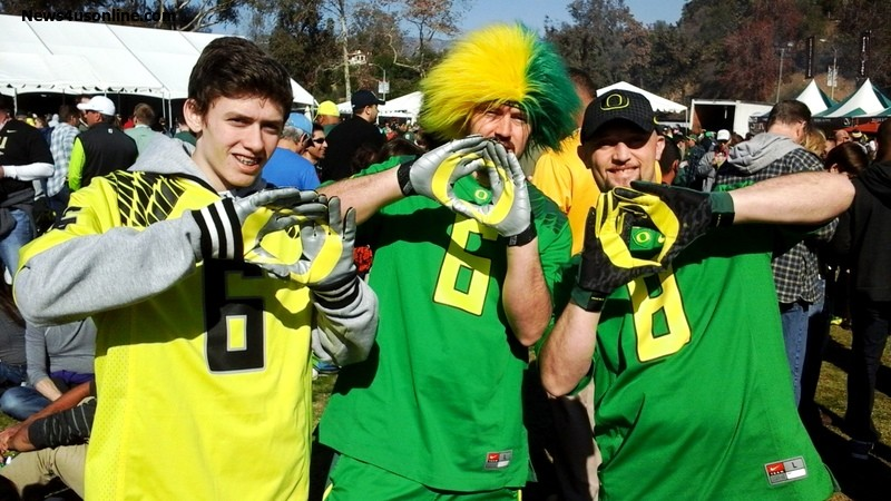 """Oregon fans flash the famous """"O"""" for Oregon sign outside of the parking lot of the Rose Bowl Game in Pasadena, California. Photo by Dennis J. Freeman/News4usonline.com"""