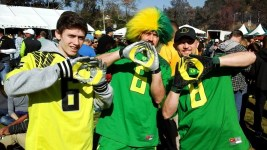 "Oregon fans flash the famous ""O"" for Oregon sign outside of the parking lot of the Rose Bowl Game in Pasadena, California. Photo by Dennis J. Freeman/News4usonline.com"