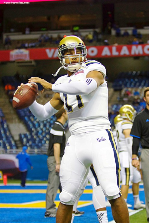 UCLA quarterback Brett Hundley goes through his preparation in pregame warmups. Photo by Antonio Uzeta/News4usonline.com