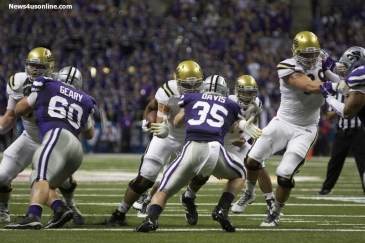 UCLA outganed Kansas State 467 yards to 369 yards in the 2015 Valero Alamo Bowl. Photo by Antonio Uzeta/News4usonline.com